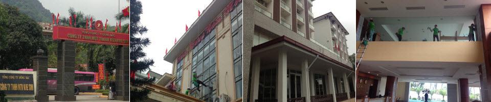 Dịch vụ lau kính tòa nhà cao tầng theo quy trình quy định